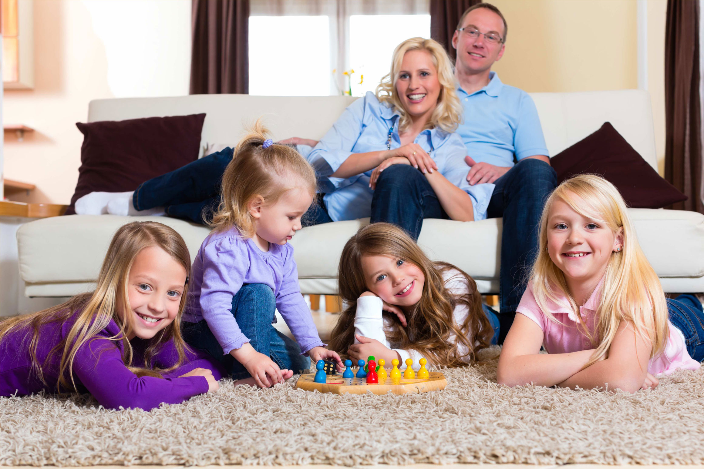Parents-and-Kids-Playing-Board-Games